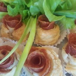 Ślimaki z salami z ciasta francuskiego