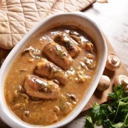 Rolada schabowa z pieczarkami w sosie pieczarkowym