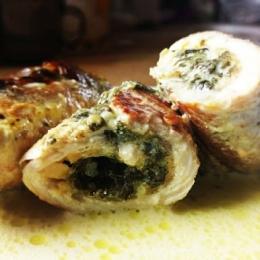 Rolada schabowa ze szpinakiem w sosie szpinakowo-śmietanowym