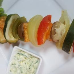 Szaszłyk drobiowy z sosem tzatziki